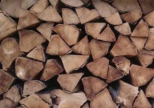 עצים להסקה יבשים ומבוקעים