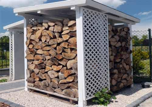 מחסה קבע של עצים להסקה